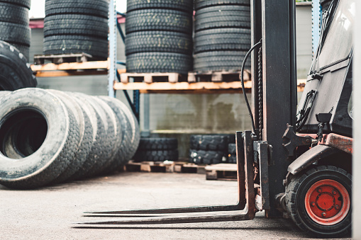 Slovenia「Old tires」:スマホ壁紙(5)