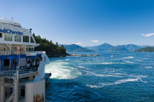 Karin「ferry boat approaching harbor」:スマホ壁紙(18)