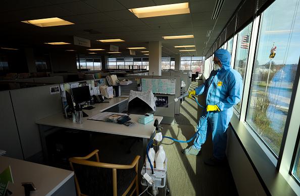Office「U.S. Businesses Disinfect Properties To Stem Spread Of Coronavirus」:写真・画像(4)[壁紙.com]