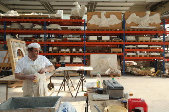 Construction Material「Artisans Prepare Elements Of New Berliner Schloss」:写真・画像(1)[壁紙.com]