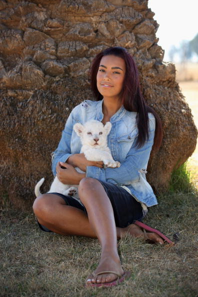 Dan Kitwood「Chantelle Tagoe Visits Cheetah Sanctuary In Bloemfontein」:写真・画像(2)[壁紙.com]