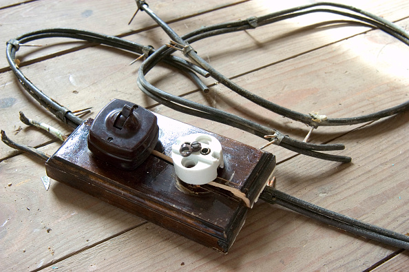 Safety「Old electrical socket and switch」:写真・画像(11)[壁紙.com]