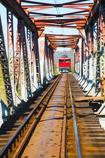 Electric train「レールの上の古い電気機関車を追跡します。」:スマホ壁紙(15)