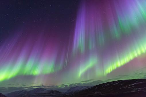 星空「Northern lights glow in unbelievable colors, Akureyri, North Iceland, Iceland」:スマホ壁紙(14)