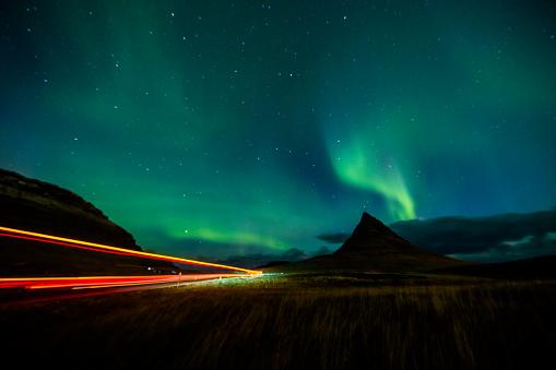 探求「光跡とアイスランドでオーロラ」:スマホ壁紙(4)