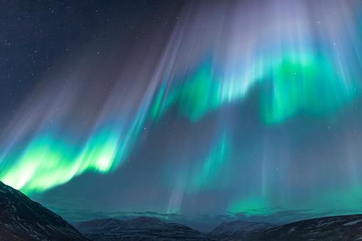 星空「Northern lights glowing in unbelievable colors, Akureyri, North Iceland, Iceland」:スマホ壁紙(12)