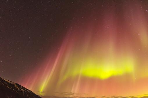 星空「Northern lights glowing in unbelievable colors, Akureyri, North Iceland, Iceland」:スマホ壁紙(13)