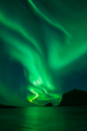 Norway「Northern Lights - Aurora Borealis shine in Sky over Vik Beach, Vestvagoy, Lofoten Islands, Norway」:スマホ壁紙(19)