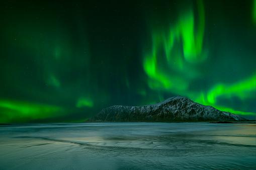 ノルウェー「Northern lights, Lofoten, Nordland, Norway」:スマホ壁紙(18)