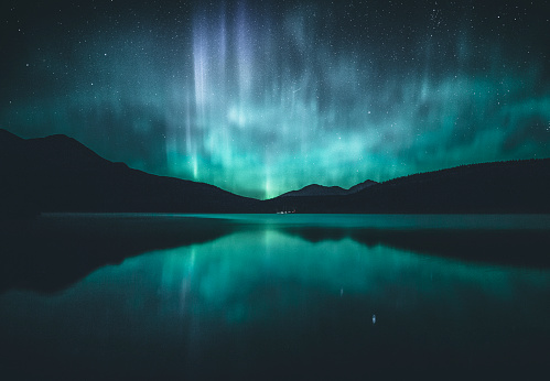 Atmospheric Mood「Northern lights over lake, Jasper, Alberta, Canada」:スマホ壁紙(0)