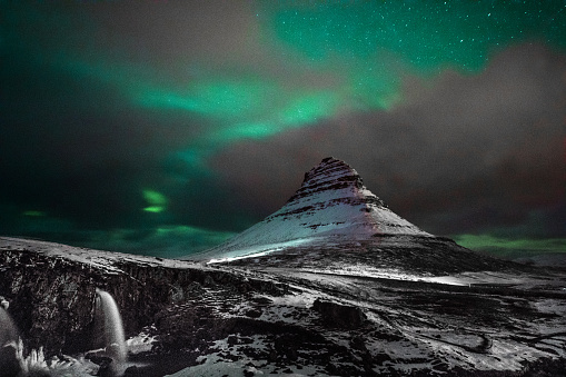 star sky「Northern lights in Mount Kirkjufell Iceland with a man passing by」:スマホ壁紙(7)