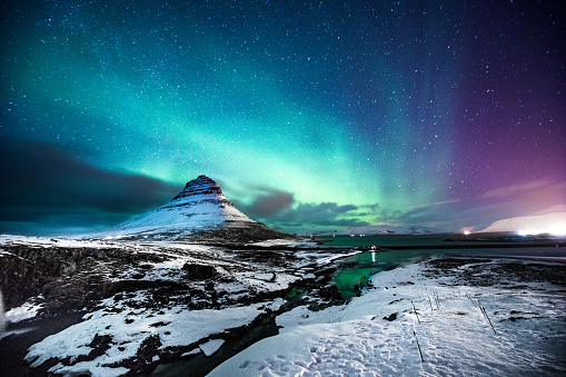 Travel Destinations「Northern lights in Mount Kirkjufell Iceland with a man passing by」:スマホ壁紙(16)