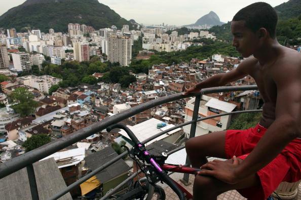 Latin America「Rio De Janeiro's Favelas Under Scrutiny After Brazil Wins Olympic Bid」:写真・画像(8)[壁紙.com]