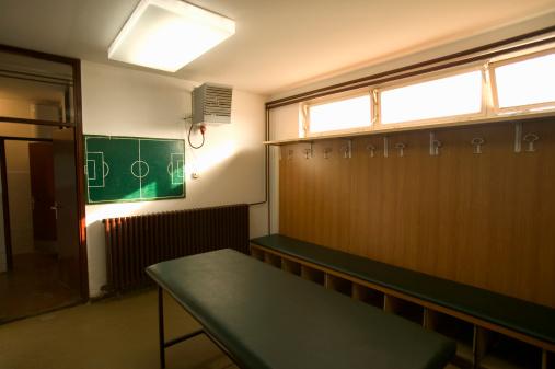 Bench「Soccer team locker room」:スマホ壁紙(5)
