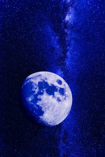 天の川「Moon on dark sky」:スマホ壁紙(18)