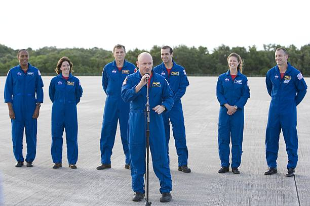 STS-118 Crew Arrives At Cape Canaveral Ahead Of Launch:ニュース(壁紙.com)