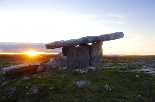 Mythology「Poulnabrone Dolmen, The Burren, County Clare, Ireland」:スマホ壁紙(19)