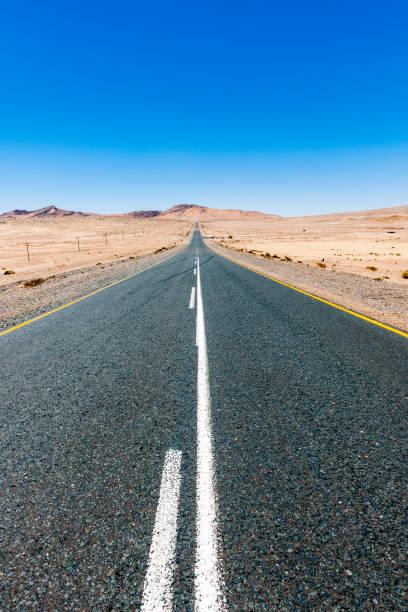 Namibia, Namib desert, road B4 southeast of Luederitz:スマホ壁紙(壁紙.com)