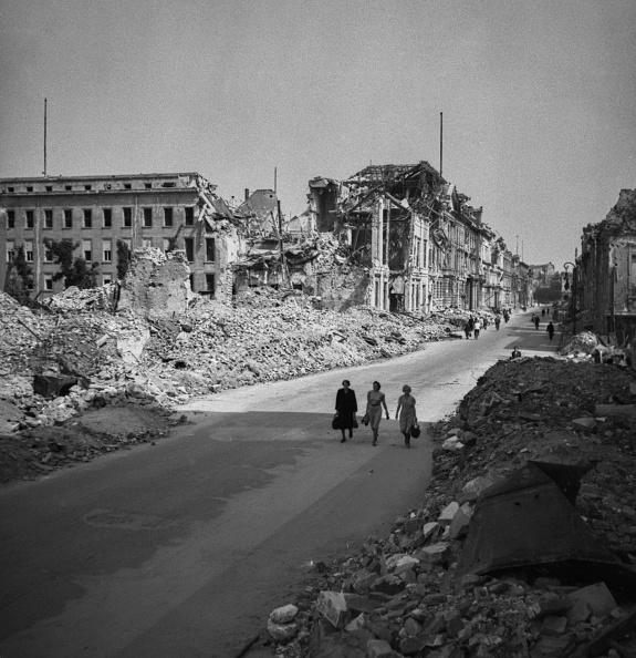 Ruined「Berlin In Ruins」:写真・画像(0)[壁紙.com]
