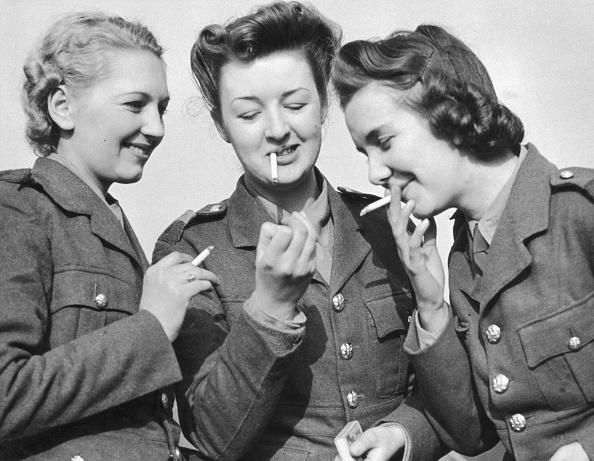 World War II「ATS Women Smoking」:写真・画像(4)[壁紙.com]