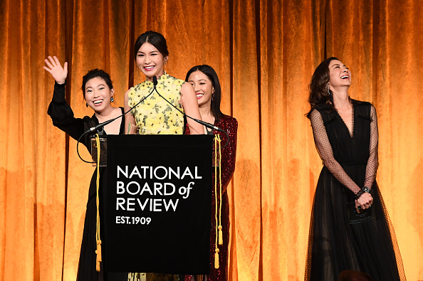 Looking Over「The National Board Of Review Annual Awards Gala - Inside」:写真・画像(4)[壁紙.com]