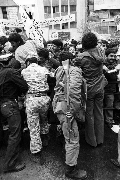 Restraining「Iranian Protestors」:写真・画像(14)[壁紙.com]