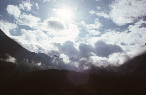 雲「Clouds floating over mountains」:スマホ壁紙(16)