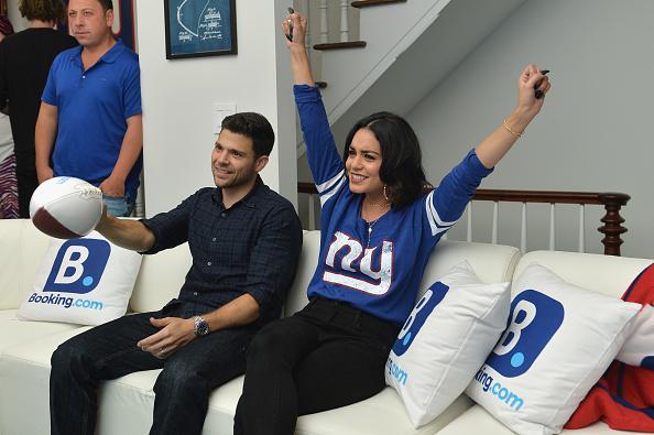 ヴァネッサ・ハジェンズ「Booking.com Unveils The Ultimate Football House With Vanessa Hudgens & Jerry Ferrara」:写真・画像(1)[壁紙.com]