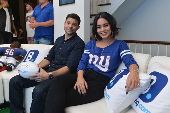 ヴァネッサ・ハジェンズ「Booking.com Unveils The Ultimate Football House With Vanessa Hudgens & Jerry Ferrara」:写真・画像(3)[壁紙.com]