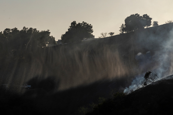 Getty Images「Fasting Moving Getty Fire Threatens Homes And Forces Evacuations In Affluent Section Of Los Angeles」:写真・画像(16)[壁紙.com]