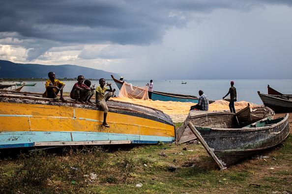 Fisherman「Congolese Refugees Cross Lake Albert Seeking Safety In Uganda」:写真・画像(15)[壁紙.com]