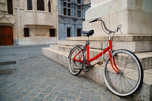 Grenoble「Bike in old square」:スマホ壁紙(10)