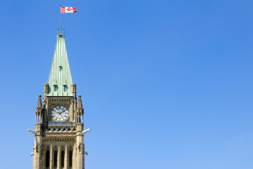 Politics「The peace tower with a Canadian flag waving in the air」:スマホ壁紙(0)