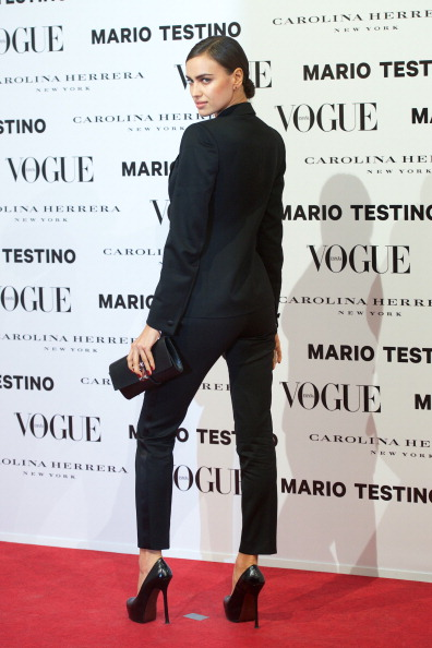 肩ごしに見る「Vogue & Mario Testino  Launch December Issue」:写真・画像(9)[壁紙.com]