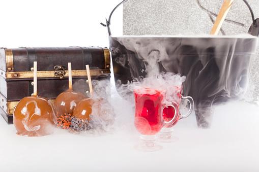 ハロウィンパーティー「沸騰すると泡が心地よいハロウィーンパンチ、キャラメルアップル」:スマホ壁紙(18)