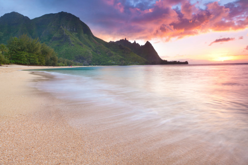 Island「Kauai-tunnels Beach in  Hawaii at sunset」:スマホ壁紙(19)