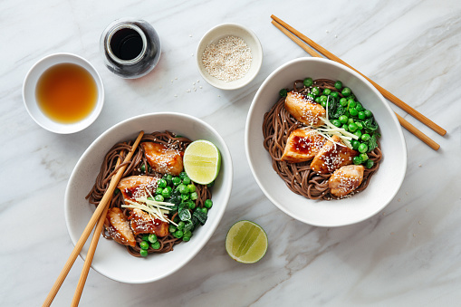 Soy Sauce「Soba with glazed chicken, sesame, green pea and sprouts」:スマホ壁紙(2)
