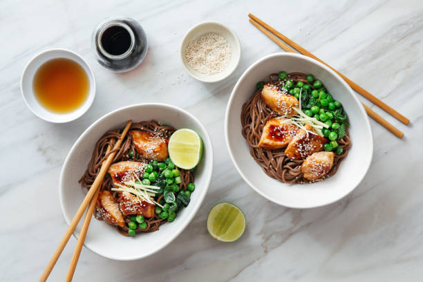 Soba with glazed chicken, sesame, green pea and sprouts:スマホ壁紙(壁紙.com)