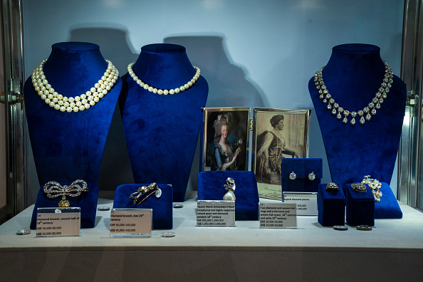 Jewelry「Jewelry Worn By Marie Antoinette Goes On Display At Sotheby's Auction House」:写真・画像(2)[壁紙.com]
