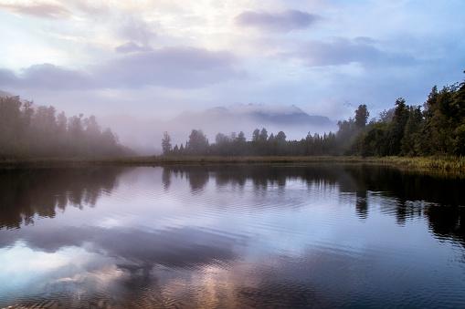 Fox Glacier「Dawn Breaks Over Lake Matheson In New Zealand」:スマホ壁紙(4)