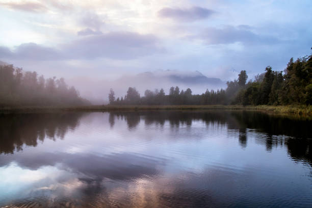 Dawn Breaks Over Lake Matheson In New Zealand:スマホ壁紙(壁紙.com)