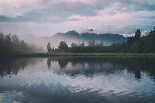 Mt Cook「Dawn Breaks Over Lake Matheson In New Zealand」:スマホ壁紙(9)