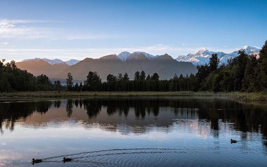 Westland - South Island New Zealand「Dawn Breaks Over Lake Matheson In New Zealand」:スマホ壁紙(18)
