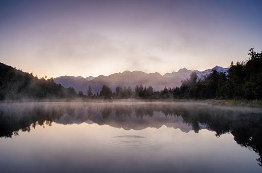 Mount Tasman「Dawn Breaks Over Lake Matheson In New Zealand」:スマホ壁紙(12)