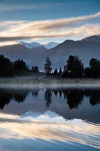 Fox Glacier「Dawn Breaks Over Lake Matheson In New Zealand」:スマホ壁紙(14)