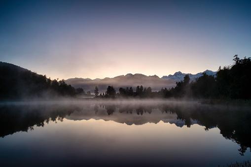 Mount Tasman「Dawn Breaks Over Lake Matheson In New Zealand」:スマホ壁紙(13)