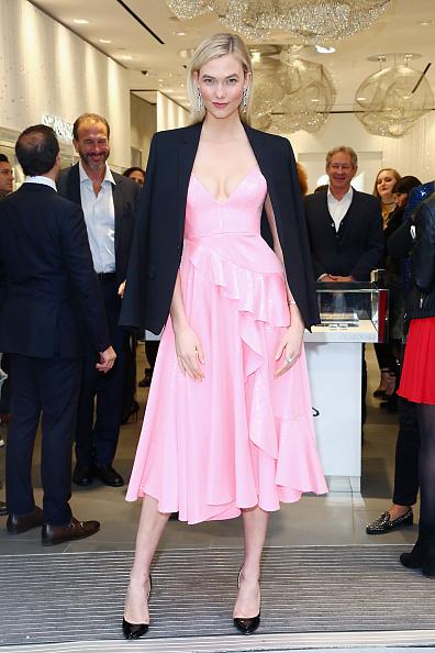 Flagship Store「Swarovski Celebrates Opening Of Times Square Store With Karlie Kloss」:写真・画像(9)[壁紙.com]