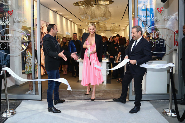 スワロフスキー「Swarovski Celebrates Opening Of Times Square Store With Karlie Kloss」:写真・画像(19)[壁紙.com]