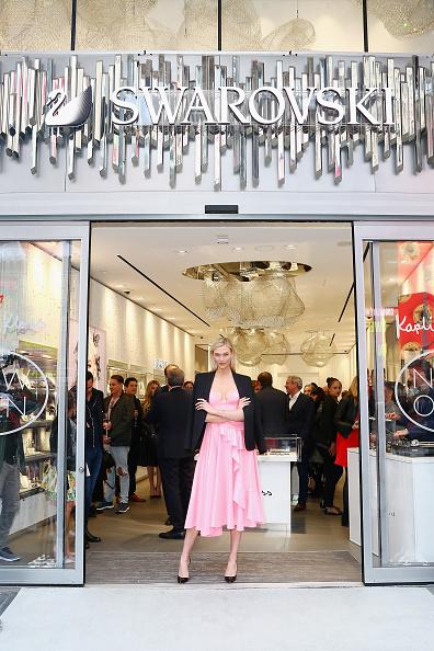 Flagship Store「Swarovski Celebrates Opening Of Times Square Store With Karlie Kloss」:写真・画像(8)[壁紙.com]