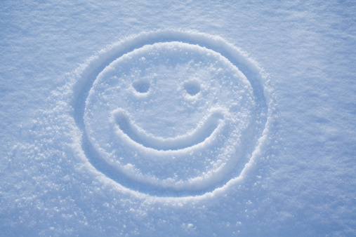 Anthropomorphic Smiley Face「Smile. A face drawing in the snow.」:スマホ壁紙(10)